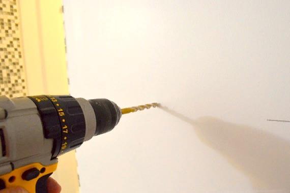 Установка креплений с помощью дюбелей
