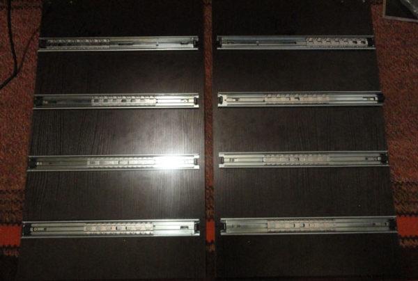 Боковины шкафа с закрепленными направляющими