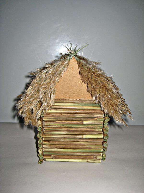 Декор крыши кисточками камыша