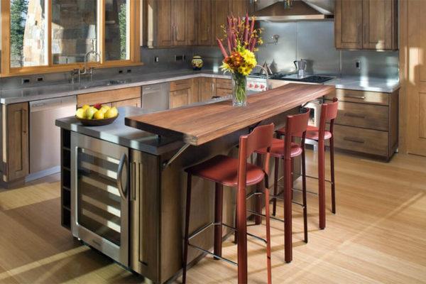 Деревянные барные стойки смотрятся очень эффектно в кухнях с акцентом на определенный тип дерева