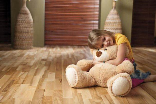 Детей из комнаты, где происходит перестановка, лучше убрать
