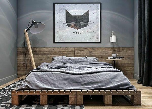 Для минималистской обстановки спальни, где кровать – не только центральный предмет интерьера, но и часто единственный, отлично подойдут паллеты