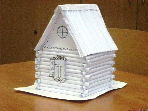 Домик из бумажных трубочек
