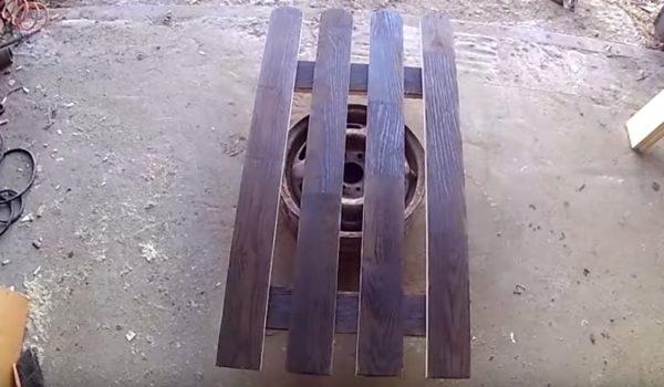 Доски собраны в единую конструкцию