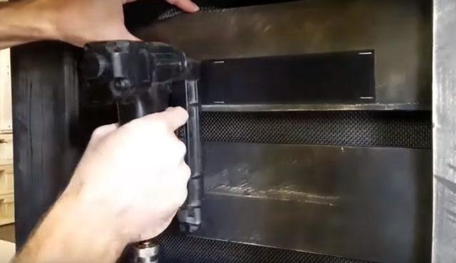 Фиксация второй полосы ленты-липучки