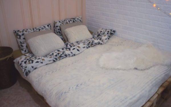 Фото готовой кровати из паллет