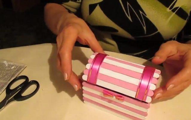Готовая шкатулка из палочек от мороженого