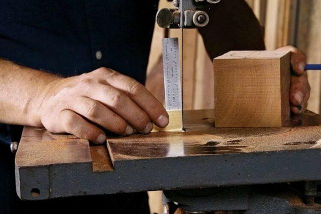 Изменение наклона пильного стола