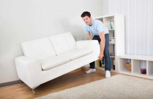 Как передвигать мебель по линолеуму