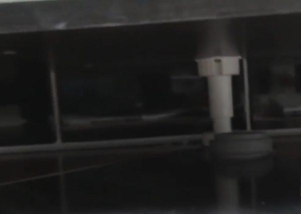 Канализационный слиз под тумбой