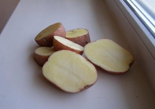 Картошку необходимо нарезать
