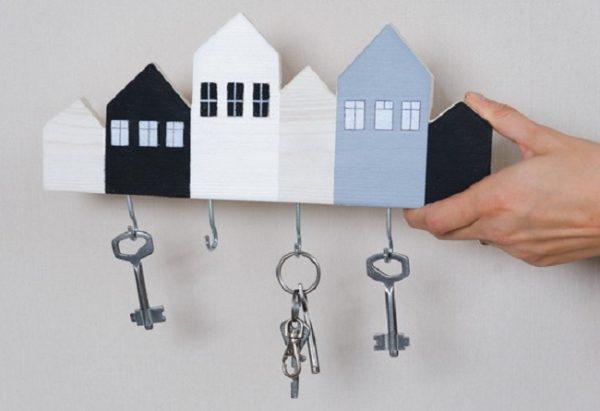 Ключницы, изготовленные своими руками, лучше всего вписываются в интерьер