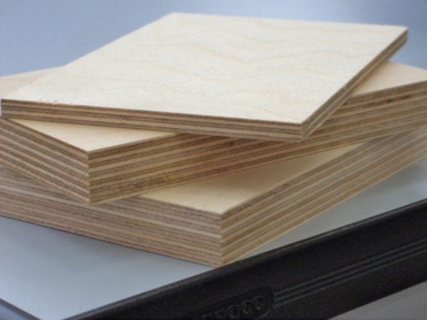 Листы фанеры разной толщины
