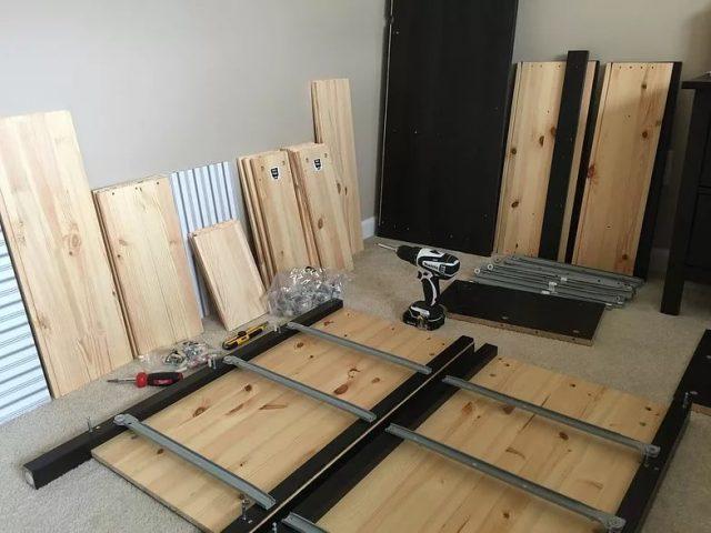Мебель можно разобрать, чтобы перенести на новое место