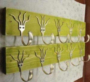Металлические вилки и ложки, дерево