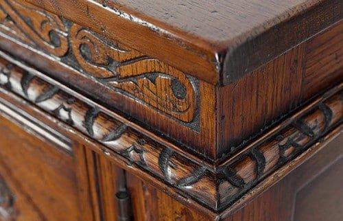 Морилку часто используют для реставрации предметов мебели