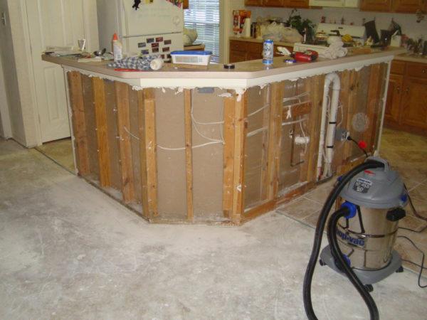 Обработка углов должна производится до установки столешницы