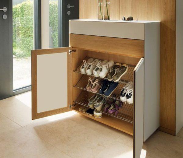 Обувница помогает организовать пространство в прихожей