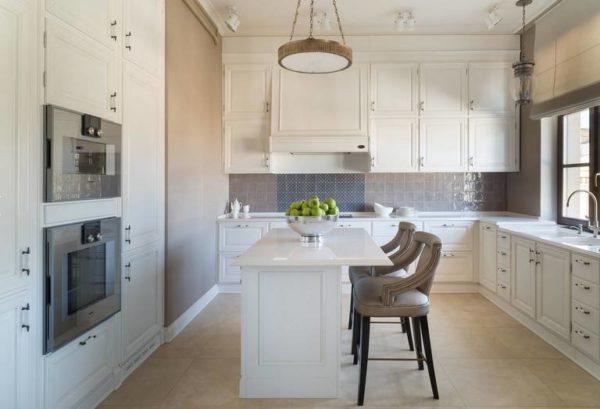 Островные барные стойки не предполагают соединения с кухонной мебелью
