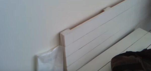 Поддон окрашен белой краской