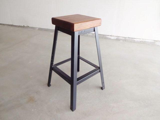Простой барный стул, который мы изготовим