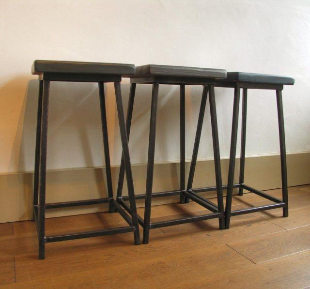 Сделать металлические барные стулья сложнее