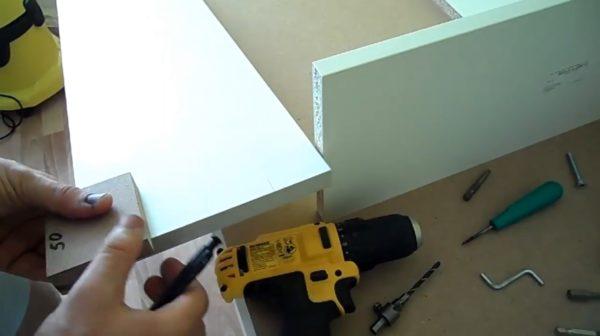 Шаблон выполняет сразу несколько полезных функций при изготовлении ящика