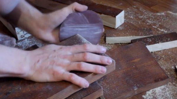 Срезы нужно обработать наждачной бумагой, чтобы устранить задиры и неровности