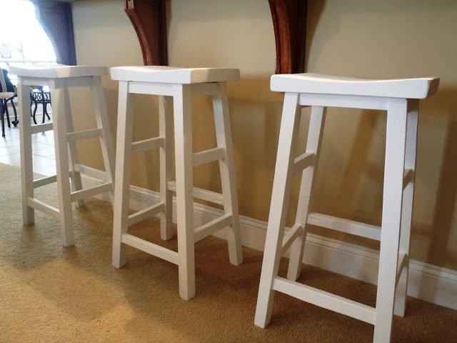 Так будут выглядеть готовые барные стулья из дерева