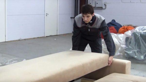 Установка спинки дивана