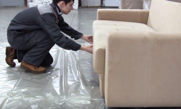 В конце проверяется работоспособность механизмов дивана