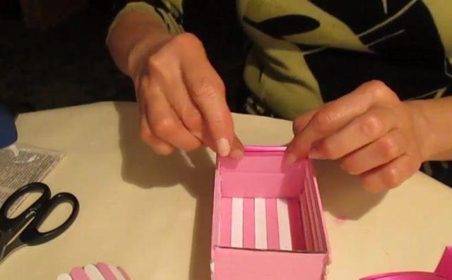 Заклеивание торцов картона