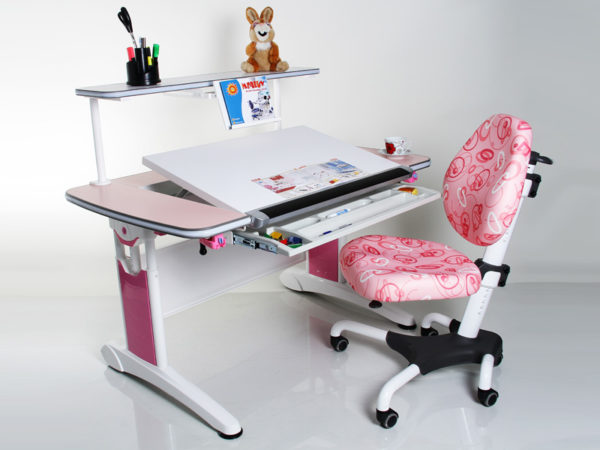 Расположение мелких предметов имеет не меньшее значение, чем размеры стола и кресла