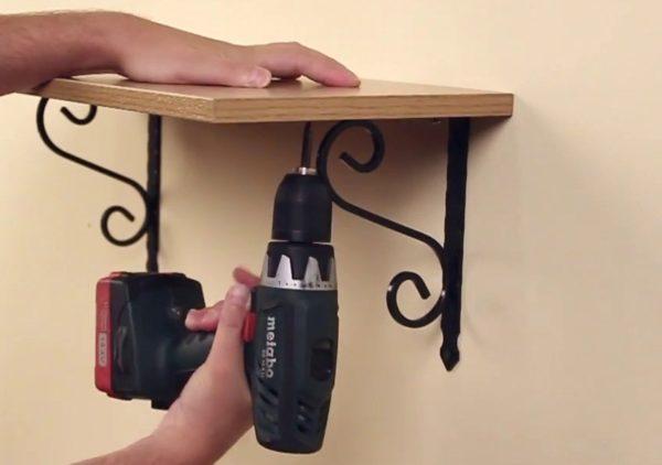 Самый простой вариант деревянной полки