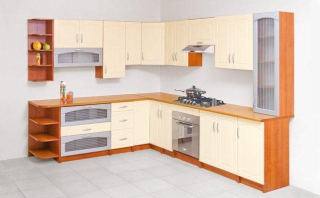 Понравившийся гарнитур заводского производства может не вписаться в габариты кухни
