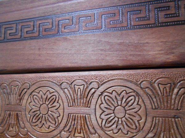 Пример тиснения на деревянной мебели