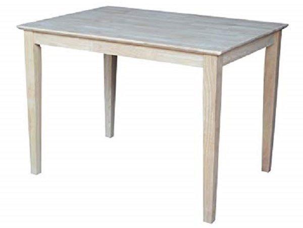 Стол со стандартными ножками впишется в любой интерьер