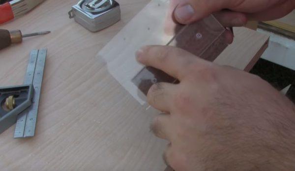 Шаблон для разметки отверстий под петли
