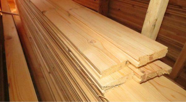 При покупке необходимо обращать внимание на качество древесины – она должна быть сухой, без признаков гниения