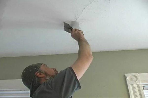 Устраняем дефекты потолка