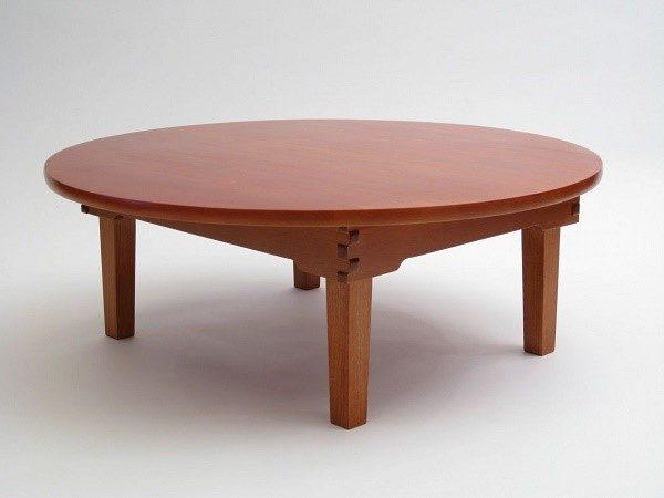 Просторный и устойчивый журнальный столик из фанеры
