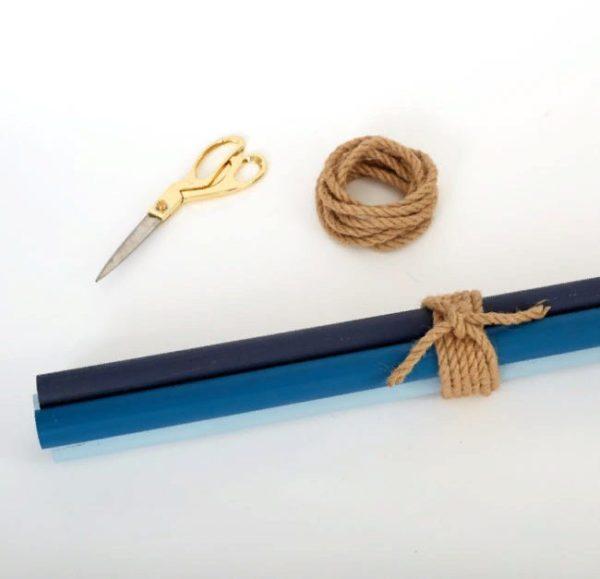 Для сборки вешалки лучше использовать декоративный плотный шнур