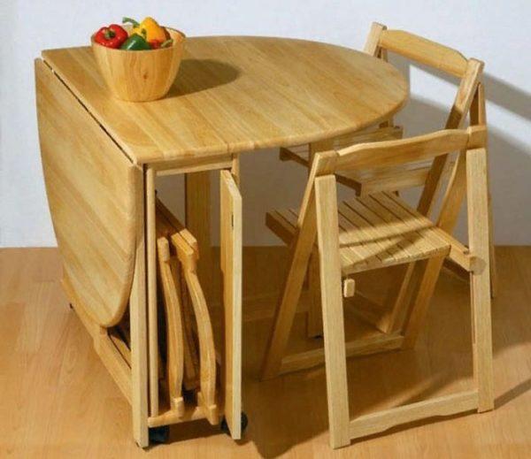 Раскладной стол по достоинству оценят обладатели маленькой кухни