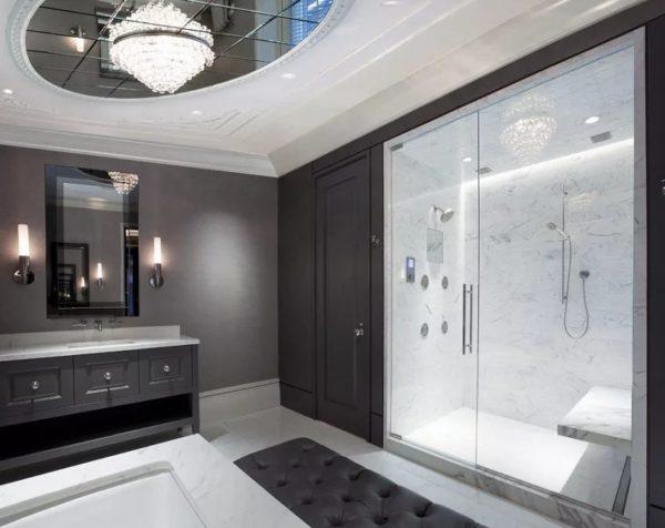 Потолок должен сочетаться с другими предметами ванной комнаты