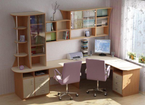 Угловая модель стола отлично подойдет для небольшого помещения