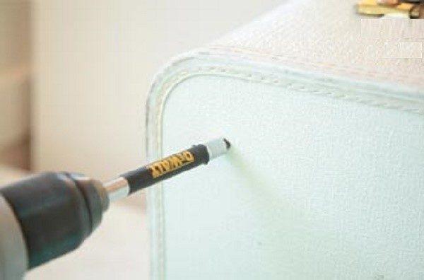 Просверлите чемодан