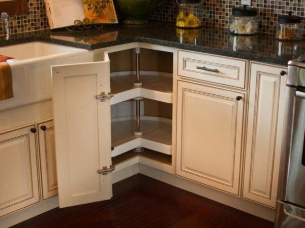 Монтаж мебельных шарниров на кухонный шкаф