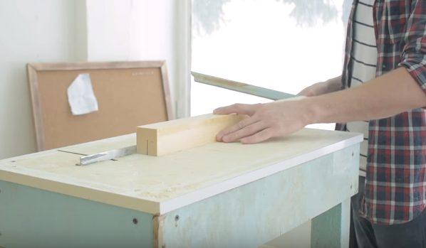 Распускают заготовки на тонкие рейки