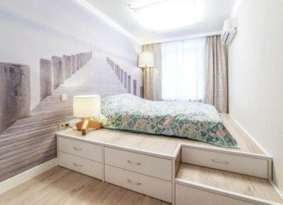 Со спальным местом наверху