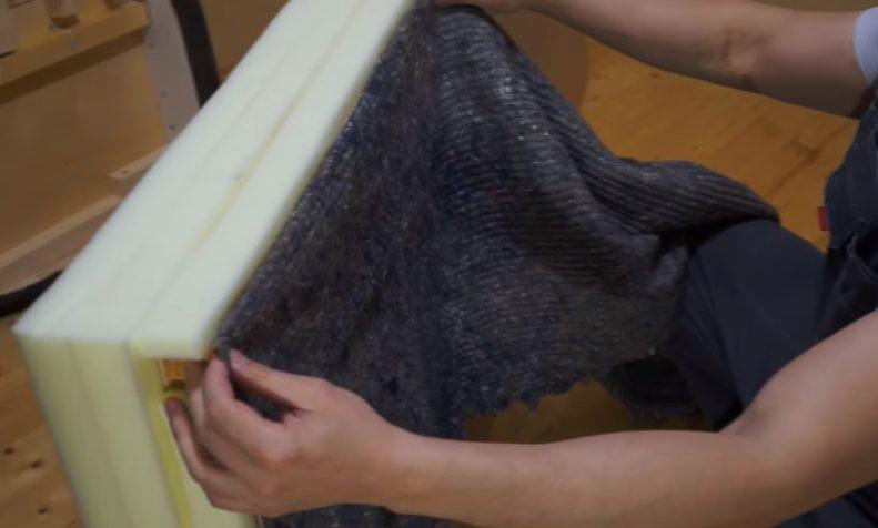 Поролон закрывают слоем ткани